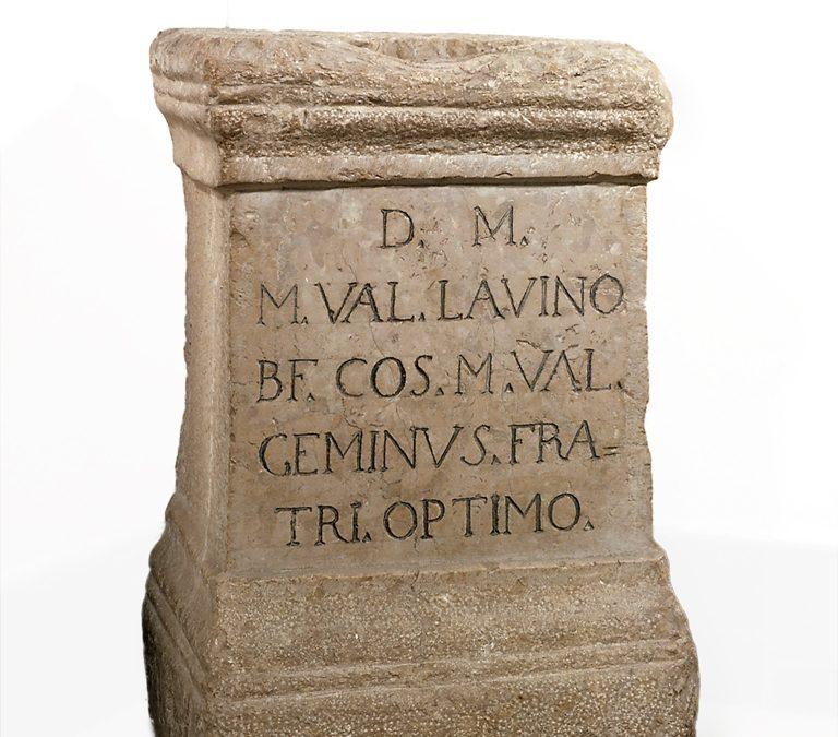 Làpida sepulcral dedicada a Marcus Valeri  Lavino